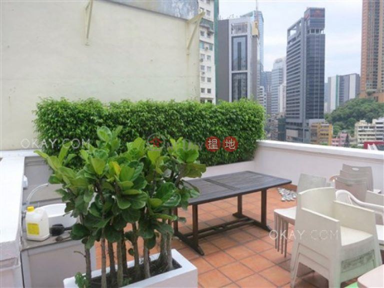 Nicely kept penthouse with rooftop & balcony | For Sale