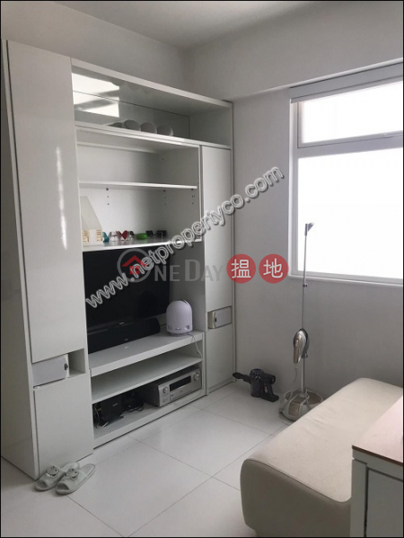 Unit with rooftop for sale with lease in Wan Chai