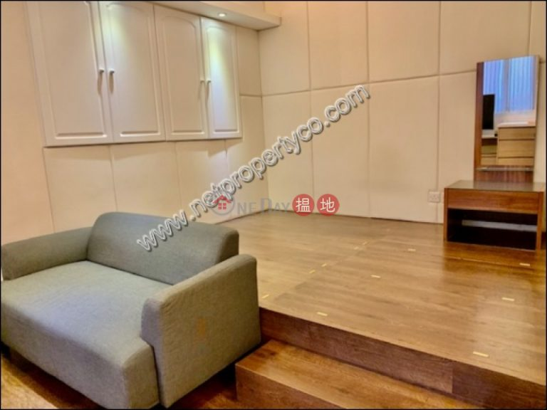 Furnished studio flat for sale with lease in Wan Chai