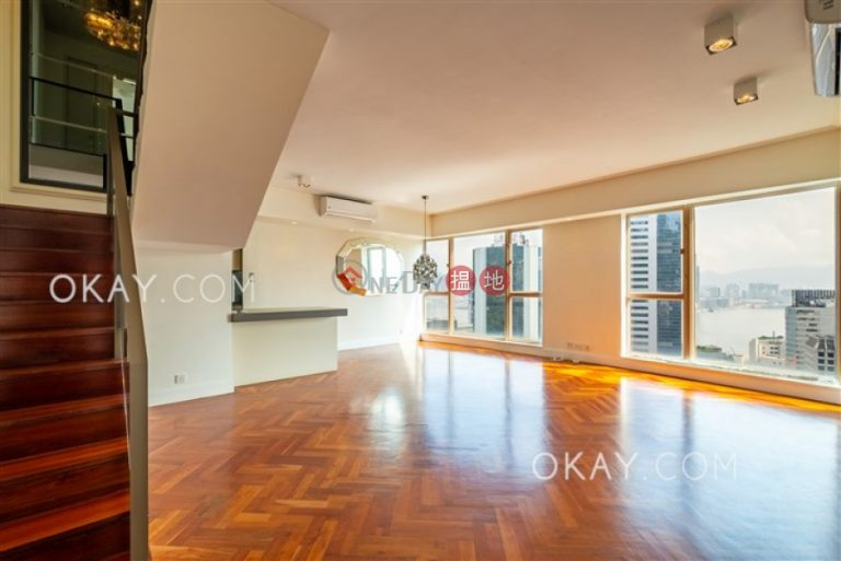 Gorgeous 3 bedroom on high floor with parking | For Sale